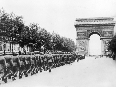 german-troops-probably-marching-up-to-the-arc-de-triomph-in-paris-during-world-war-ii1