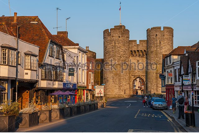 west-gate-of-the-city-walls-of-canterbury-kent-eh1ebn