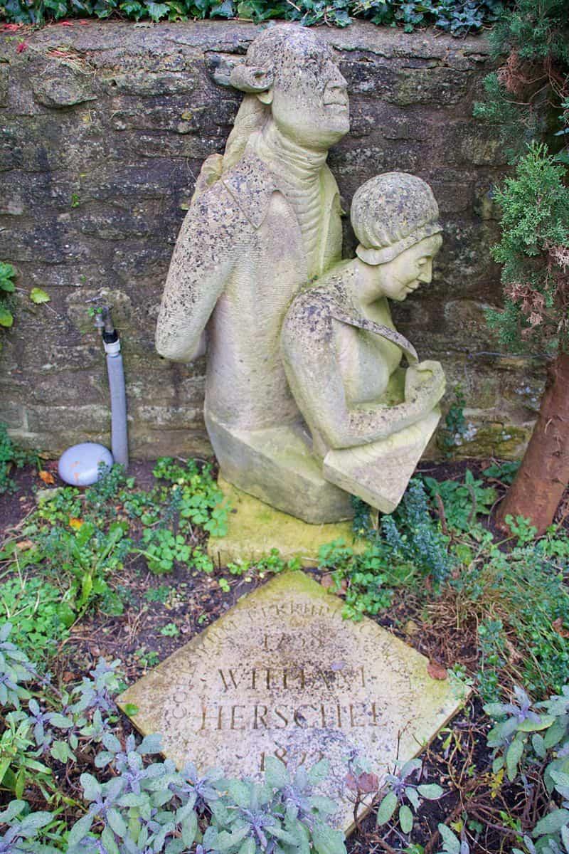 William_Herschel_Museum_-_Herschel_statue_in_garden